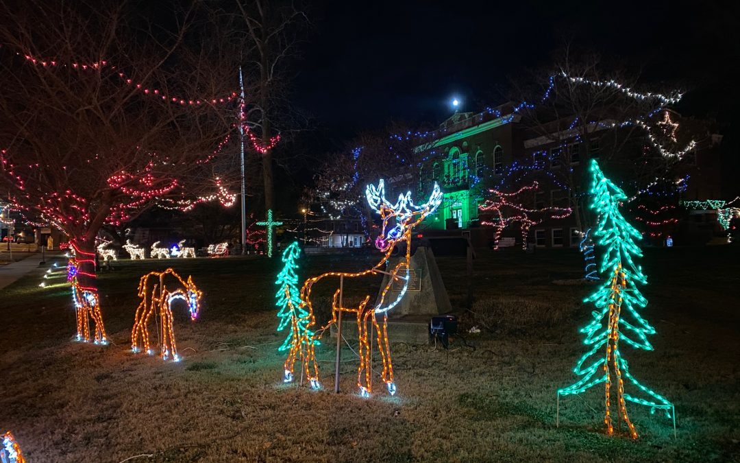 5 reasons Munfordville's Christmas Lights make a festive night out
